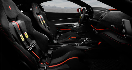 интерьер салона Ferrari 488 Pista