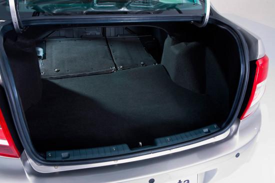 багажный отсек седана Lada Granta